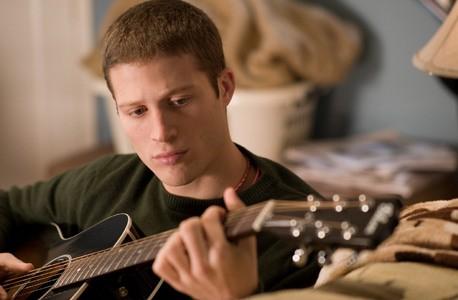 Zach Gilford in un'immagine del film Post Grad