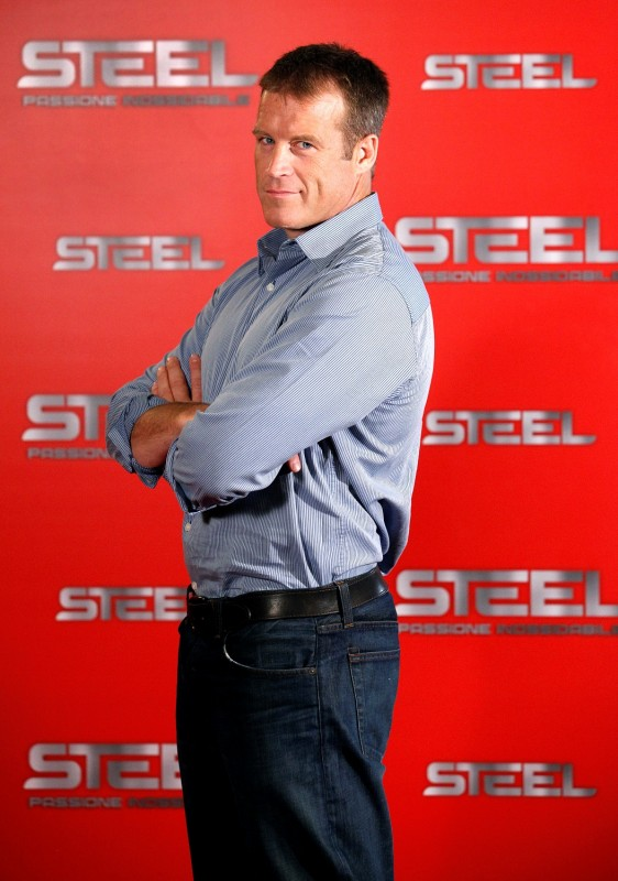 Mark Valley, protagonista di Human Target, posa per Steel all'edizione 2010 del Roma Fiction Fest
