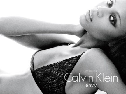 Zoe Saldana nuovo volto di CK Undewear