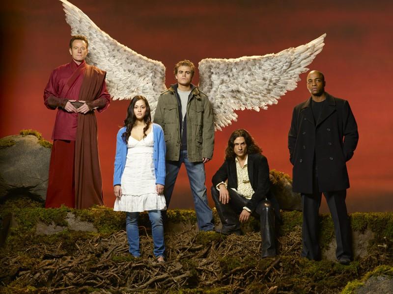Un'immagine promozionale per il film tv Angeli caduti con i protagonisti principali
