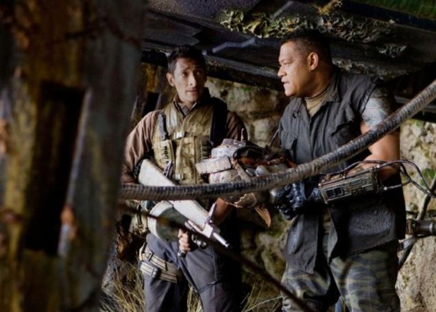 Adrien Brody e Laurence Fishburne in una scena di Predators