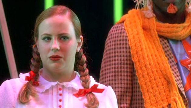 Brittney McNamara nelle vesti di Dorothy nel film Un microfono per due