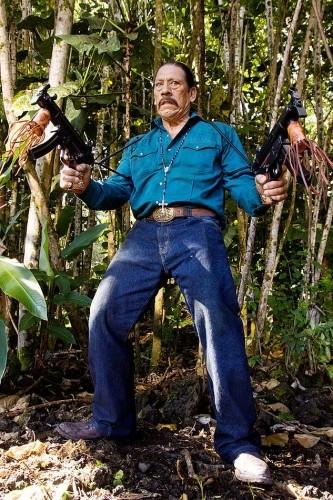 Danny Trejo in una scena di Predators