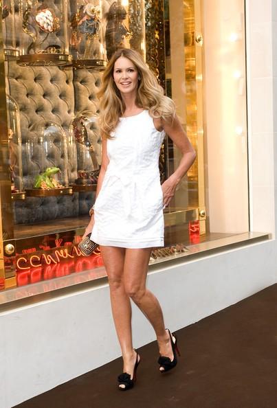 Elle Macpherson da Luis Vuitton in Bond Street