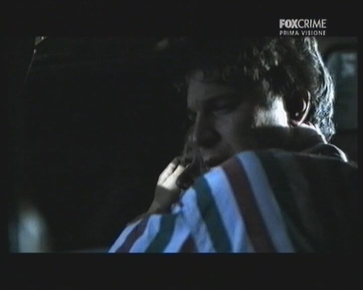 Giacomo Carolei in una scena del thriller televisivo Il mostro di Firenze