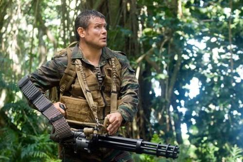 Oleg Taktarov  in una scena di Predators
