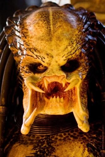 Primo piano di una delle mostruose creature del film Predators