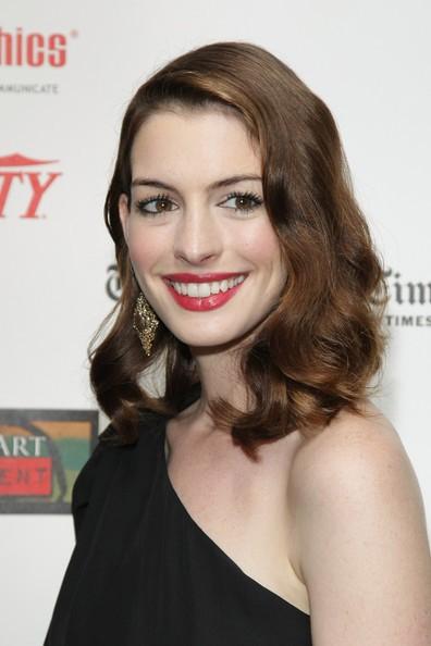 Anne Hathaway ai Drama Desk Awards