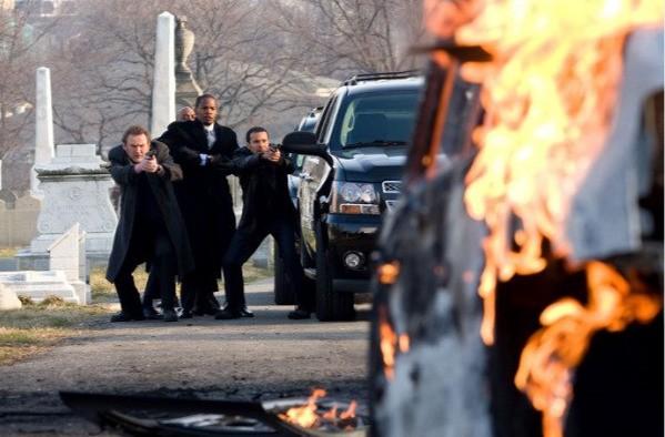 Colm Meaney, Jamie Foxx e Michael Irby in una scena del film Giustizia privata