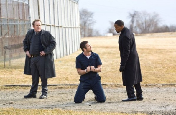 Colm Meaneym Gerard Butler e Jamie Foxx in una scena del film Giustizia privata