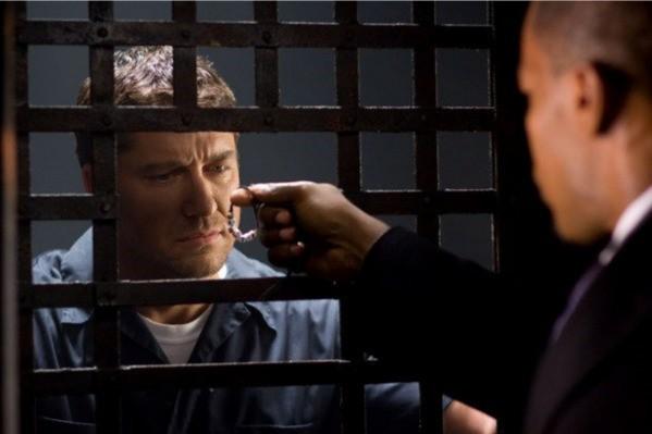 Gerard Butler e Jamie Foxx in un'immagine chiave del film Giustizia privata