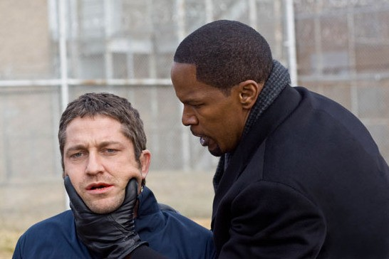 Gerard Butler e Jamie Foxx in una scena del film Giustizia privata