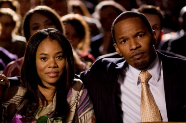 Jamie Foxx e Regina Hall in una scena del film Law Abiding Citizen