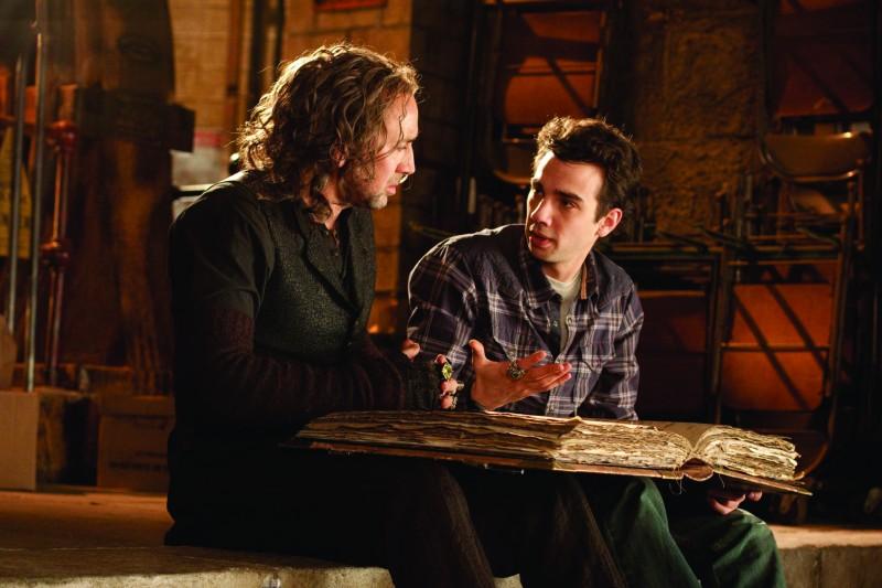 Nicolas Cage e Jay Baruchel in una scena del film L'apprendista stregone