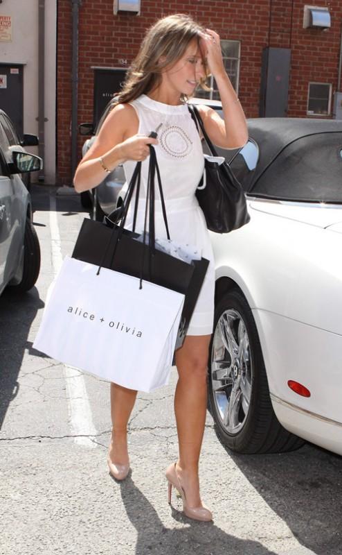 Una splendida Jennifer Love Hewitt fa shopping