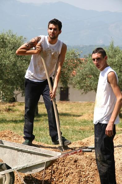 Andrea Iervolino e Ciro Petrone in una scena di Prigioniero di un segreto