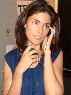 Anna Valle al telefono