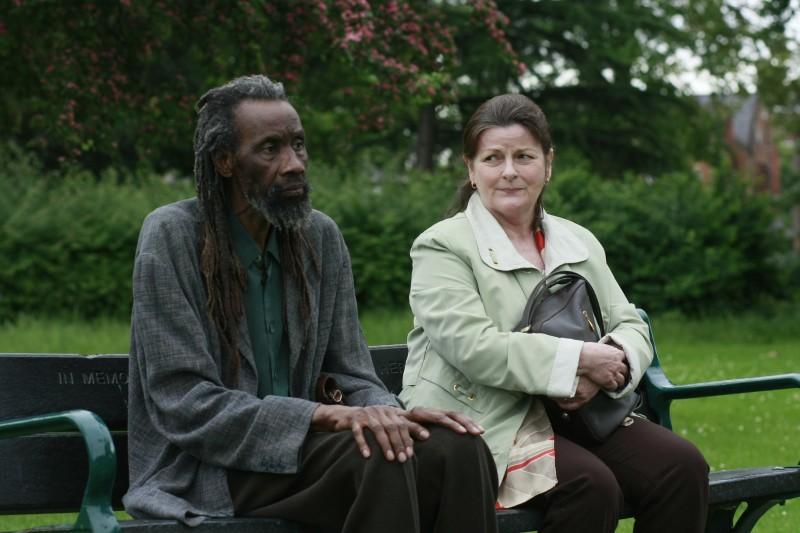Brenda Blethyn e Sotigui Kouyate nei panni di due sconosciuti uniti dal destino in London River