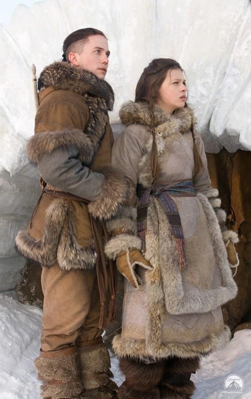Jackson Rathbone e Nicola Peltz nel film The Last Airbender