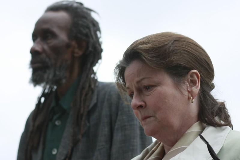 Sotigui Kouyate con Brenda Blethyn nel film London River