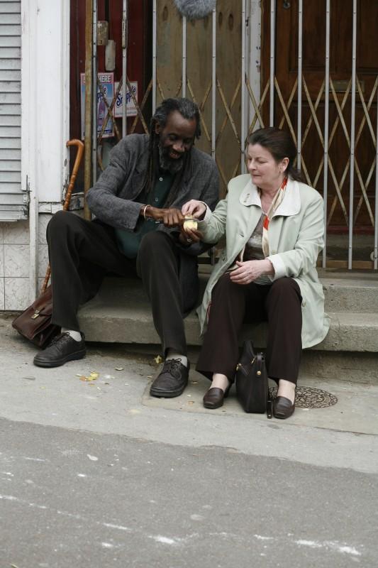 Sotigui Kouyate e Brenda Blethyn in un'immagine del film London River