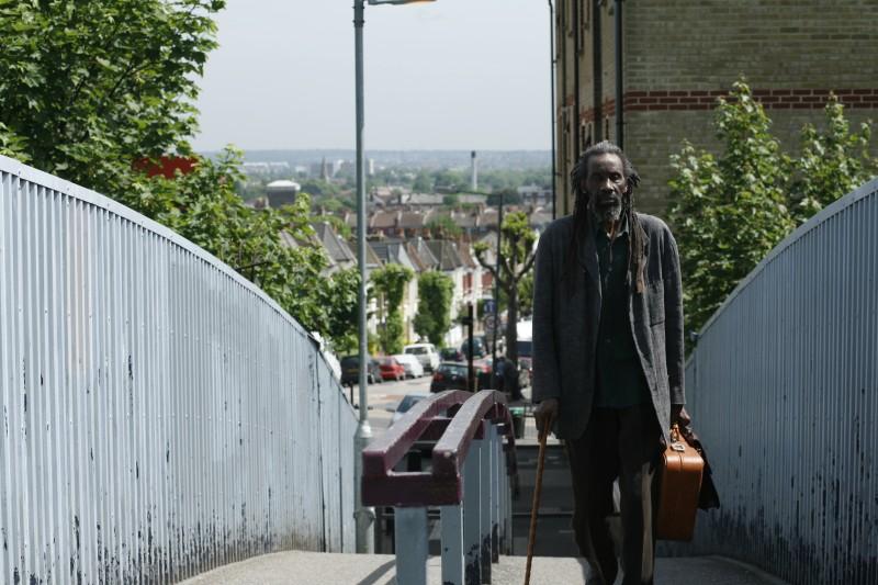 Sotigui Kouyate in una sequenza del film London River