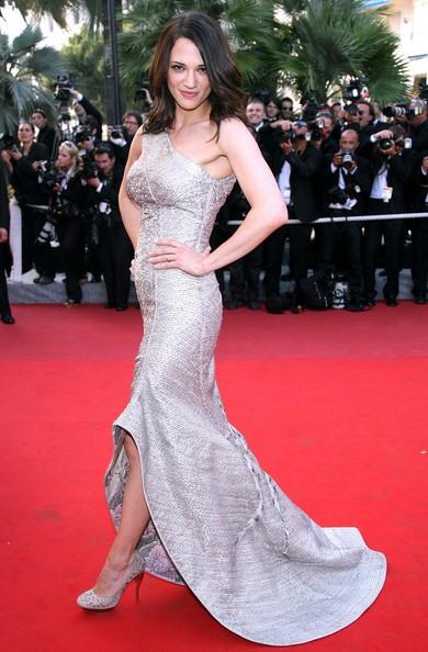 Cannes 2009: Asia Argento in abito grigio-argento