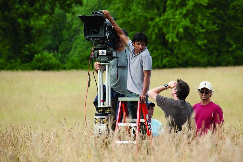 Il regista M. Night Shyamalan sul set del film The Last Airbender