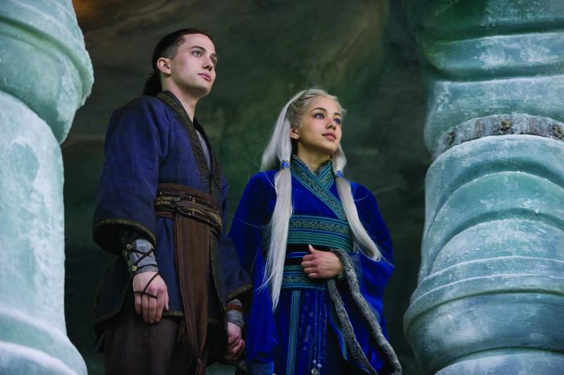 Jackson Rathbone e Seychelle Gabriel in una scena del film The Last Airbender