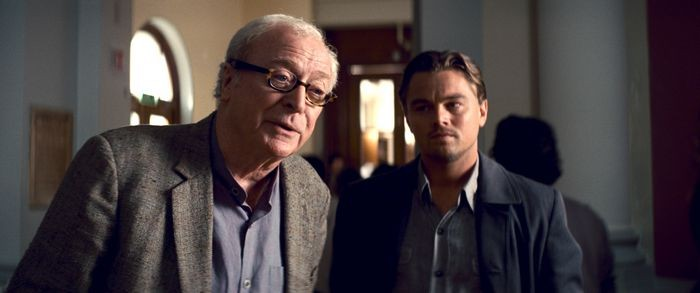 Michael Caine e Leonardo DiCaprio nel film Inception