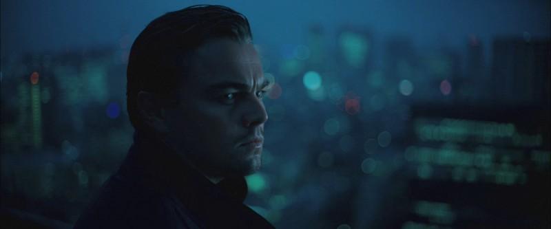 Un intenso primo piano di Leonardo DiCaprio dal film Inception
