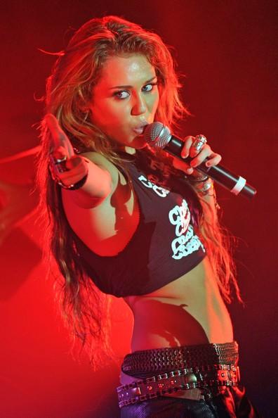 Miley Cyrus a Parigi durante una performance privata