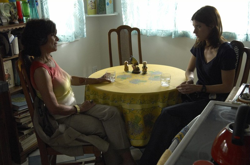Adrienne Barbeau e Jennifer Carpenter nell'episodio Una Vita da Sogno di Dexter