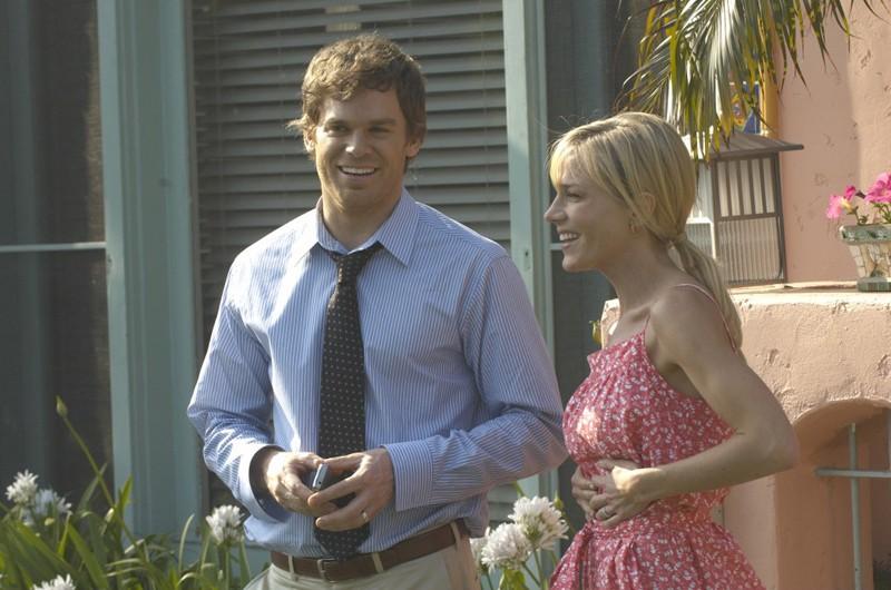 Michael C. Hall e Julie Benz in un momento dell'episodio Una Vita da Sogno di Dexter