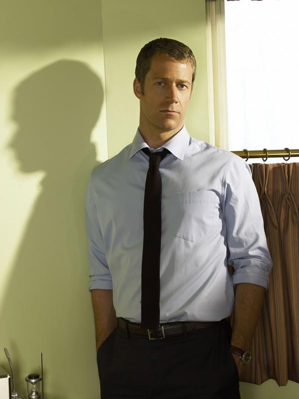 Colin Ferguson in una foto promo per la serie tv Eureka