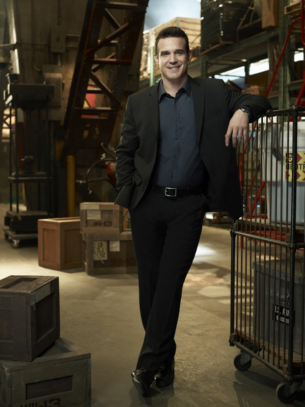 Eddie McClintock in una foto promo per la stagione 2 di Warehouse 13