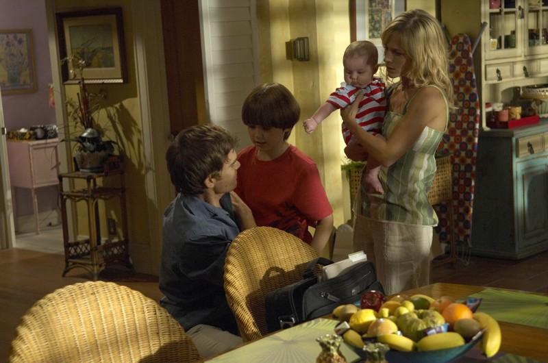 Michael C. Hall, Preston Bailey e Julie Benz in una scena della stagione 4 di Dexter