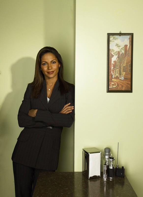 Salli Richardson in una foto promozionale per la serie Eureka