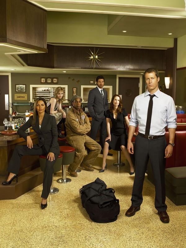 Un'immagine promozionale del cast principale di Eureka