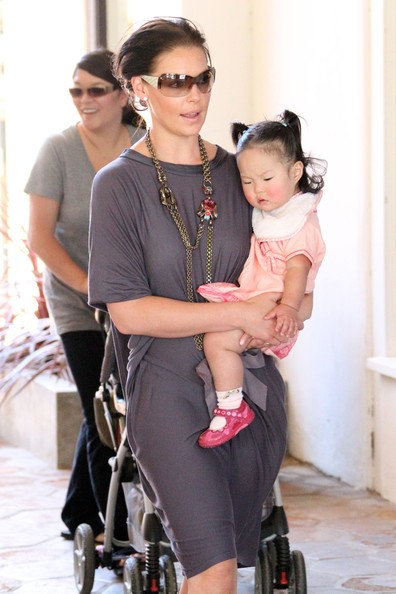 Katherine Heigl con la piccola Naleigh a Malibu