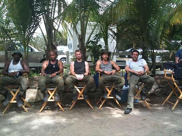 Columbus Short, Chris Evans, Idris Elba, Jeffrey Dean Morgan e Oscar Jaenada durante le riprese di The Losers