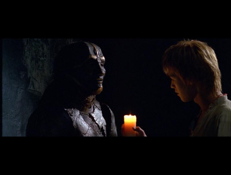 Ivan (Maksim Loktionov) alle prese con un nemico nel fantasy russo Il maestro della pietra magica