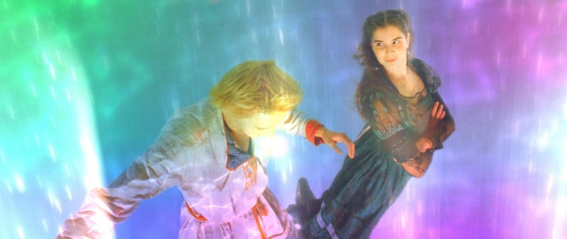 Ivan (Maksim Loktionov) e Katya (Mariya Andreeva) in una scena del fantasy russo Il maestro della pietra magica