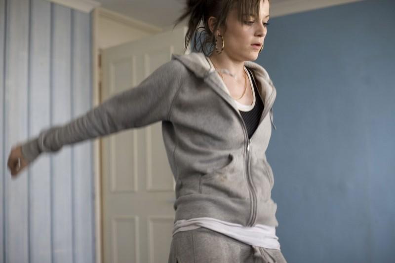 Katie Jarvis è la quindicenne Mia nel film Fish Tank (2009)