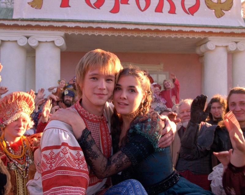 Maksim Loktionov e Mariya Andreeva in una scena del fantasy russo Il maestro della pietra magica