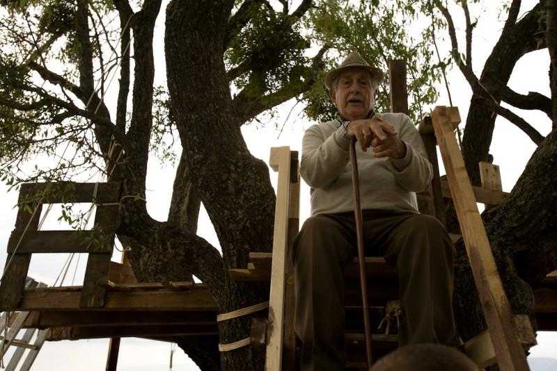 Riccardo Garrone è nonno Carmine nel film La città invisibile