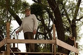 Riccardo Garrone in una scena del film La città invisibile