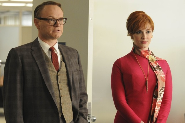 Jared Harris e Christina Hendricks nell'episodio Public Relations di Mad Men