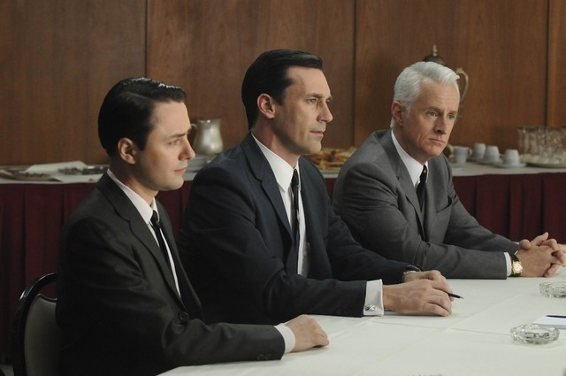 Vincent Kartheiser, Jon Hamm e John Slattery nell'episodio Public Relations di Mad Men