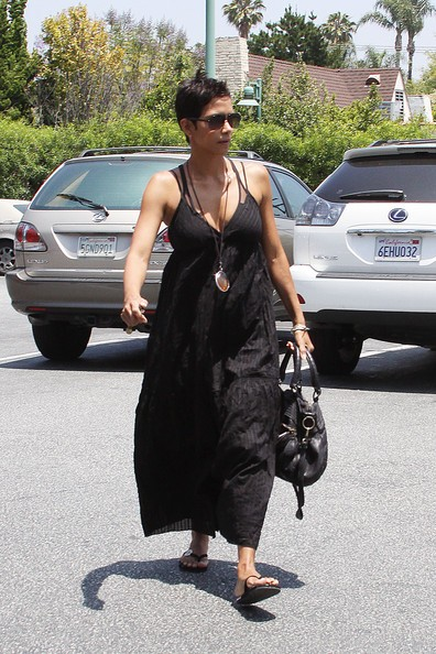 Halle Berry fa spese a Beverly Hills